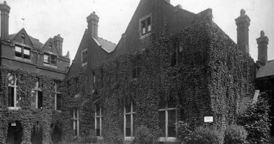 Toynbee Hall, Aldgate, East London 1900